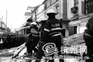 杭州菜馆煤气爆炸6名厨师被埋获救