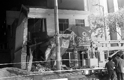 餐馆楼板塌陷导致一人死亡四人受伤