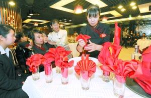 重庆餐饮服务技能大赛35分钟内完成五大技能