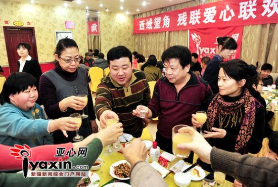 国际残疾人日乌市餐饮老板邀请残障人士免费吃大餐