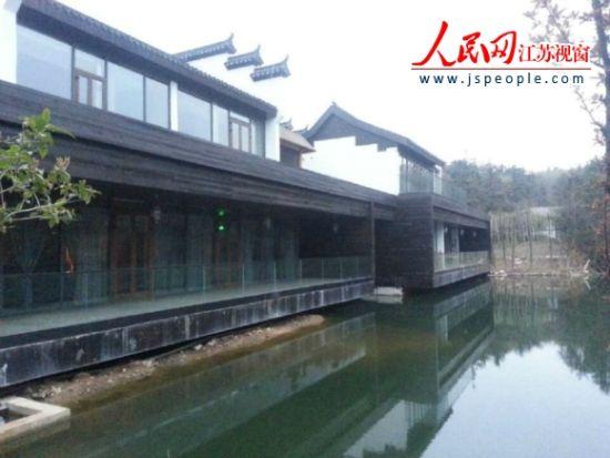 记者调查南京餐饮会所公车依然扎堆前往