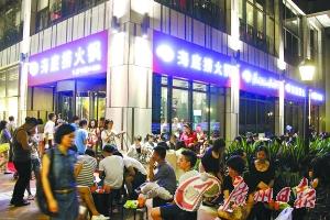 海底捞广州店试业被质疑价格不打折服务打折