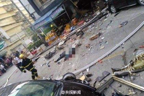 今日上午厦门一餐馆爆炸致4死7伤店铺墙壁被炸塌