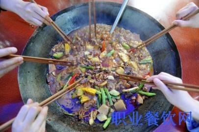 <b>成都:中高端餐饮也跟风做柴火鸡</b>