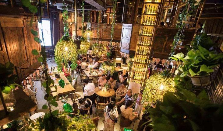这家餐厅,靠一款5D虚拟舞台,吸引80%陌生顾客进店