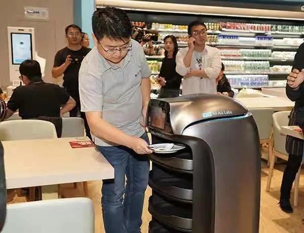 机器人收餐!马云又开了家全智能餐厅!