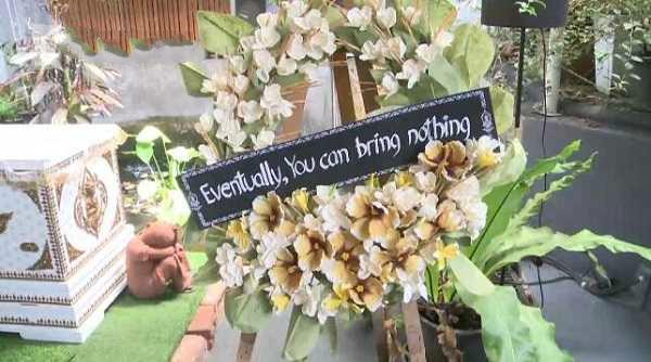 """泰国""""死亡咖啡馆""""走红,敢躺棺材或写遗言就打折"""