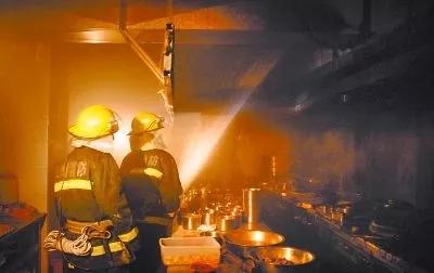 三年未清洗油烟管道酿火灾,一餐企老板被拘留10天
