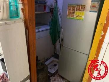 哈尔滨一快餐店被查,厨房与卫生间相通,锅具摆在蹲便器上方