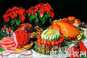 两类风格各异的圣诞大餐