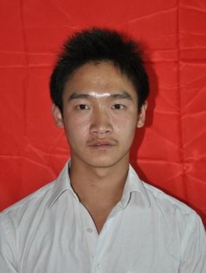 带杨阳来玉树打工的哥哥在地震后就回家了,杨阳的妈妈也打电话多次催