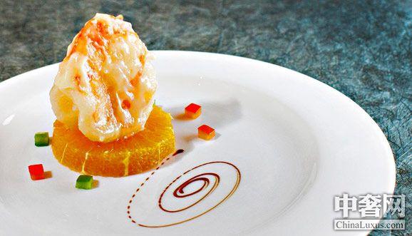 作为厨师而言,赋予食物以灵性、触动食客之味蕾,是其获得幸福感与满足感的源泉,而这也正是广州花都皇冠假日酒店中餐行政总厨赵斌先生执着于其中的动力所在。