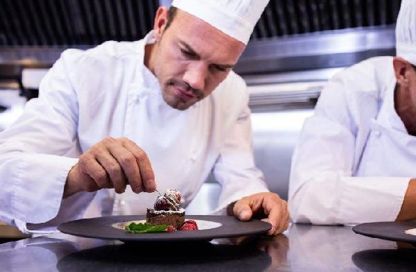 餐饮是个永远不败的产业,厨师们学什么才能吃香呢?