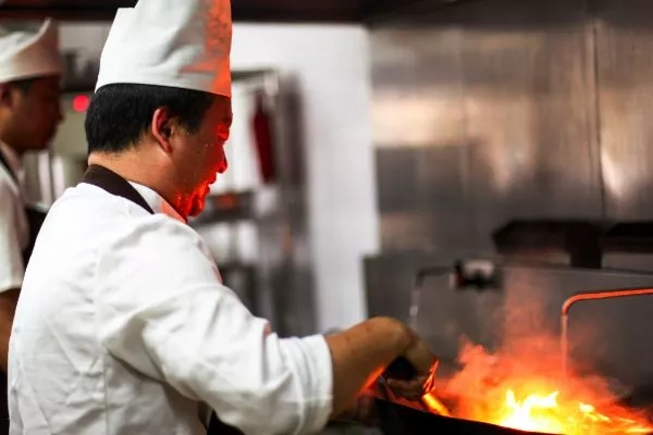 30名大厨集体跳槽求职的公开信曝光,为什么做厨师越来越难?