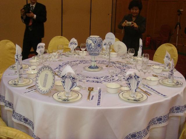 充满创意的中西餐宴会摆台