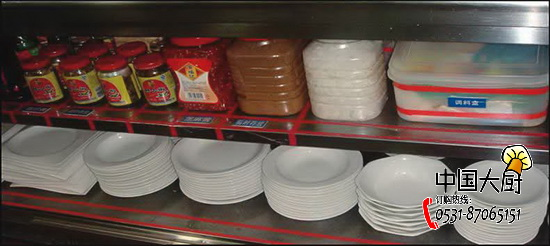 1,先到洗碗间端餐具  组长安排中午值班的工作,准备下午的产品.