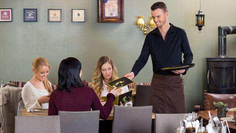 生意好的餐厅,怎么优雅地赶走顾客?
