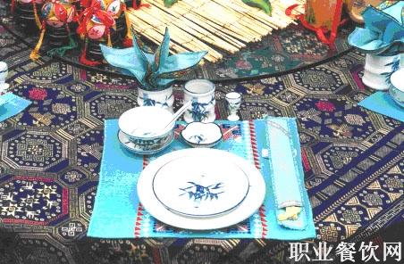 中餐摆台-餐饮服务技能-职业餐饮网; 民族宴会摆台方法; 中餐摆台设计图片