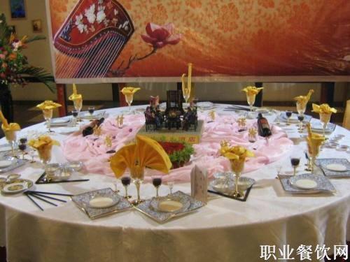 餐厅宴会摆台图片