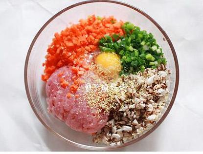 香菇猪肉胡萝卜饺子的做法