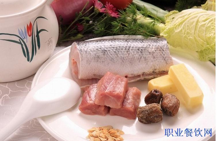 花旗参红枣瘦肉排骨炖黑鱼