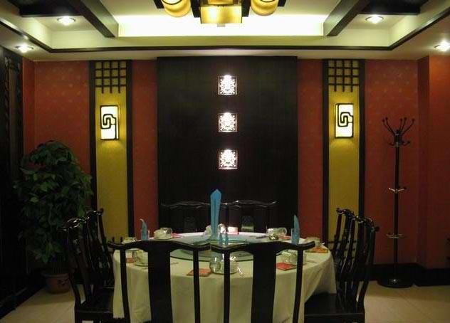 火锅店的就餐包间的装修效果图实拍